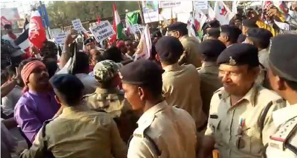 modi-army-protest-against-minister-kawasi-lakhma
