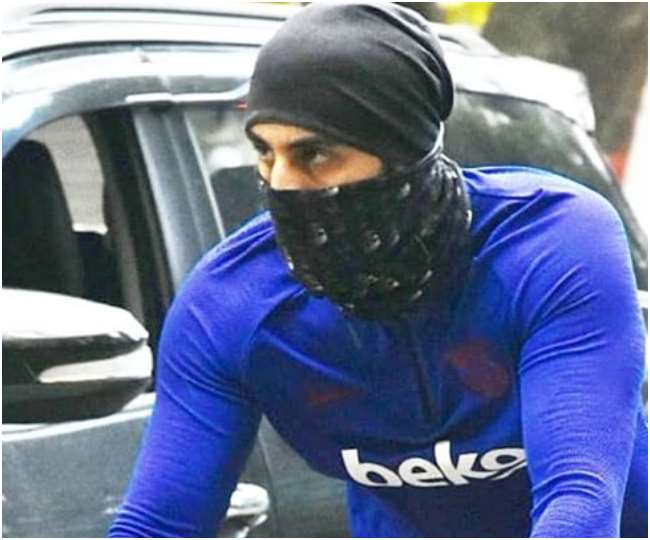 ranbir-kapoor-was-seen-covered-in-black-mask-and-c